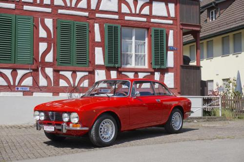 208 Alfa Romeo GTV 2000