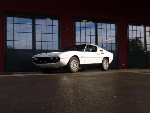 245 Alfa Romeo Montreal weiss